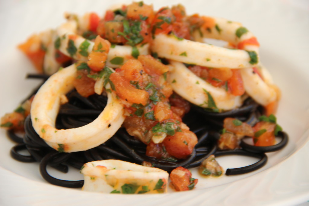 Black pasta calamaris
